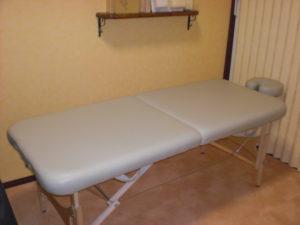 折りたたみ式のマッサージベッド(マッサージテーブル)
