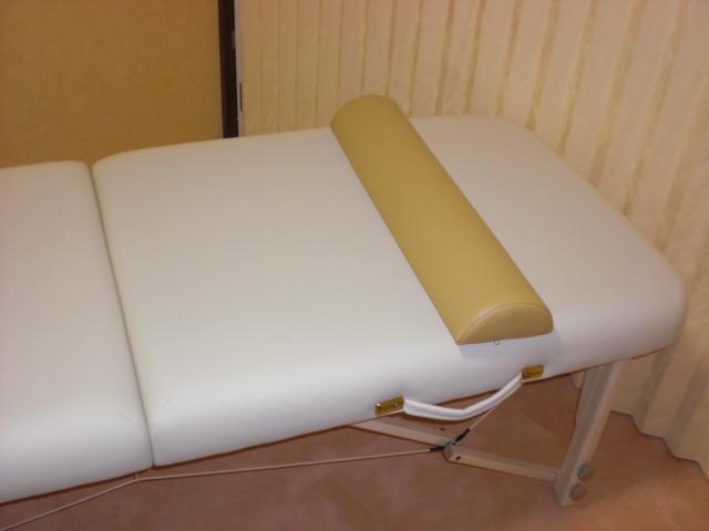 ボルスターはクライアントのひざ下や足首の下に入れる枕のことです