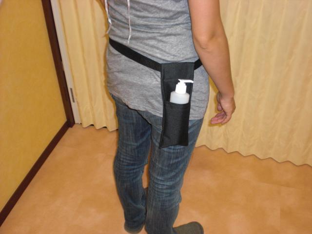オイルホルスターは腰にぶら下げて使うオイルホルダーのことです