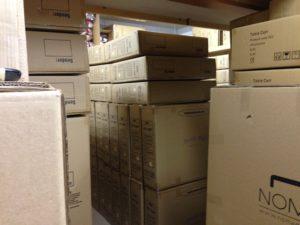 ラベンダーヒルの倉庫の中はマッサージベッド・トリートメントベッドでいっぱい