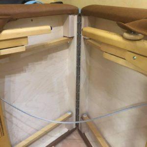 ノマドマッサージテーブルの蝶番はピアノヒンジを使用