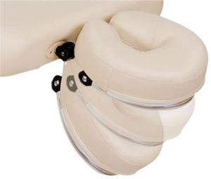 マッサージベッドに付属のヘッドレストの角度調整は自在にできます