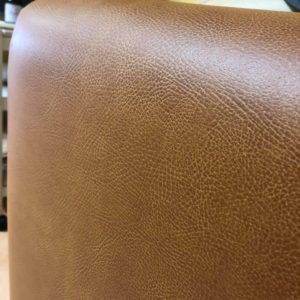マッサージベッド(マッサージテーブル)の本革と合皮の事情