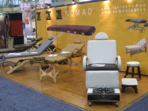 カナダの美容品展示会におけるノマドマッサージテーブル