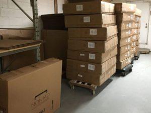 出荷を待つノマド社製 エステベッド