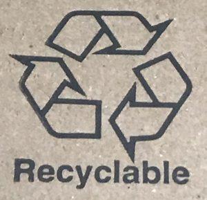リサイクル材料を使用した梱包用の箱